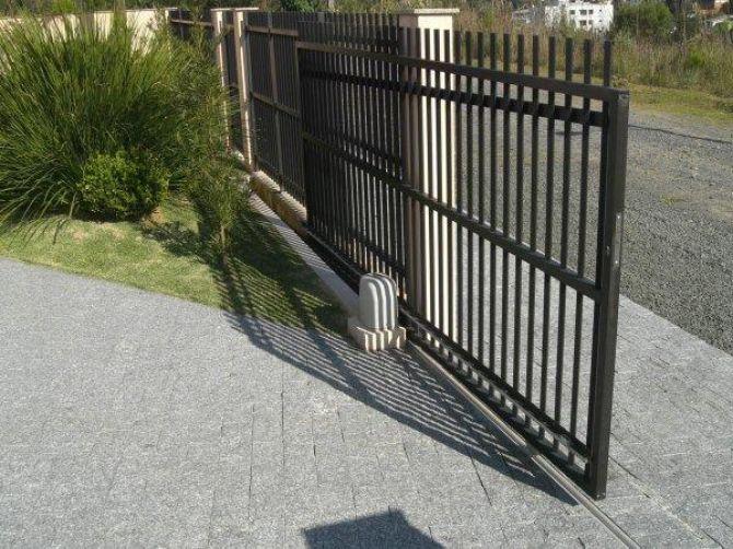o portão de correr é ótimo para quem tem espaço na frente de casa