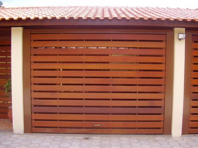 A estética é o grande trunfo do portão de madeira