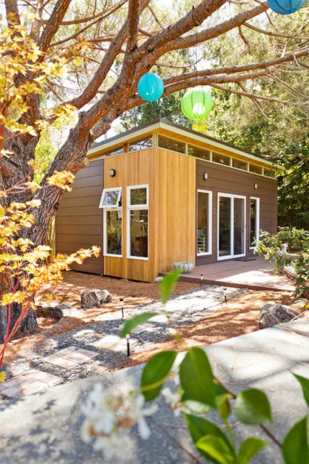 Casa pré-fabricada com jardim